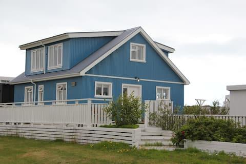 海に囲まれた居心地のよい家