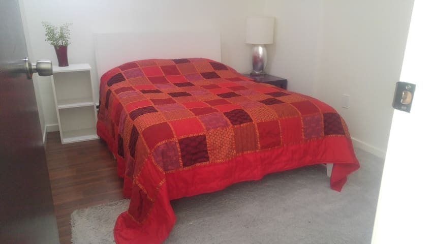 The Cherry Room (Double Bed) at College/Bathurst