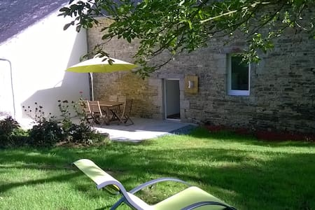Lovely Breton house, quiet, seaside 10mins away