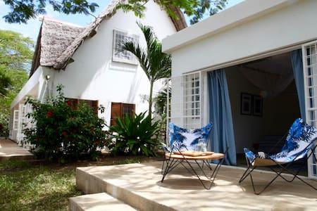 Ras Kikadini Beach House - Mombasa - Villa
