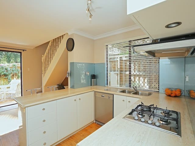 Cosy, family friendly  Leederville Townhouse