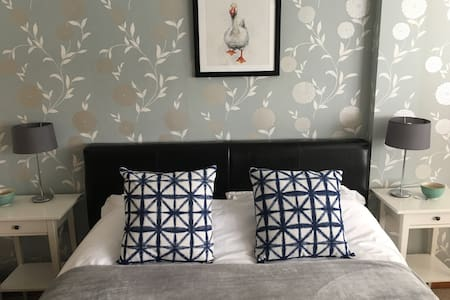 Large private en-suite bedroom-Stratford upon Avon