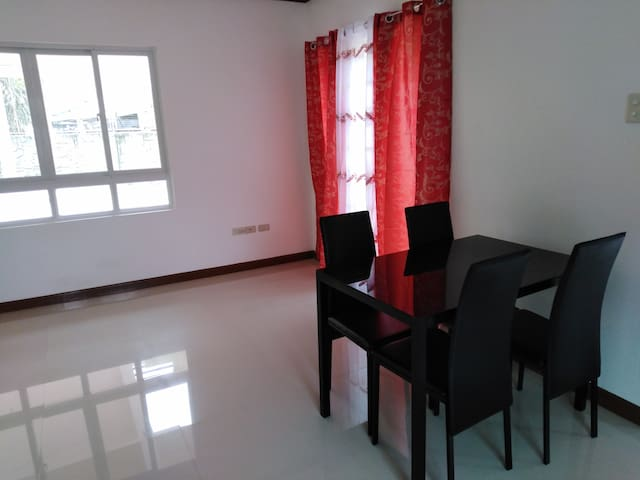 Town House near Intl airport For rent.
