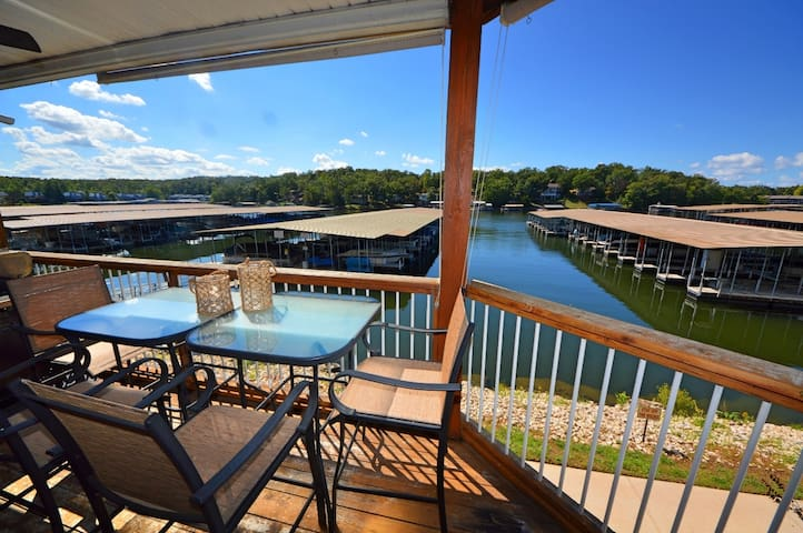 Comfy Osage Beach Ledges Condo--Slip Included!