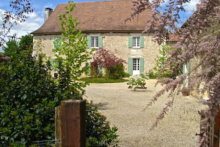 Manor House, studio, two cottages & private pool. - Lacropte - Villa