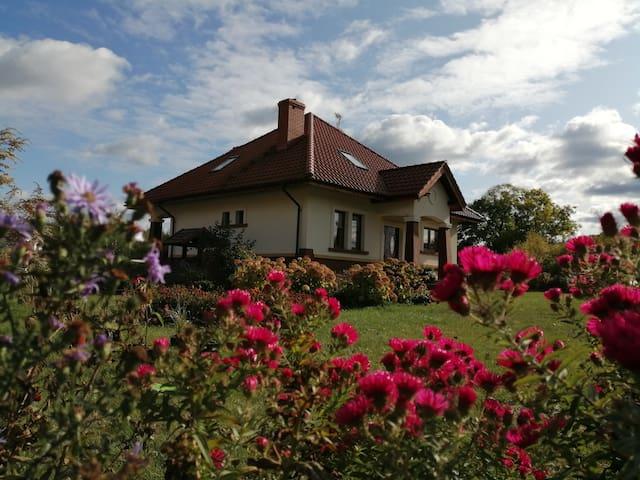 Dom z  widokiem na jezioro