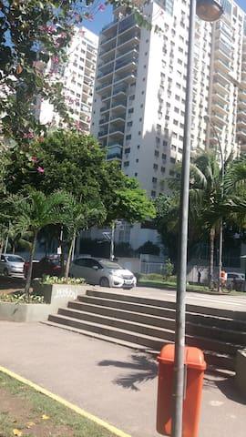 Apartamento localizadíssimo no Recreio .