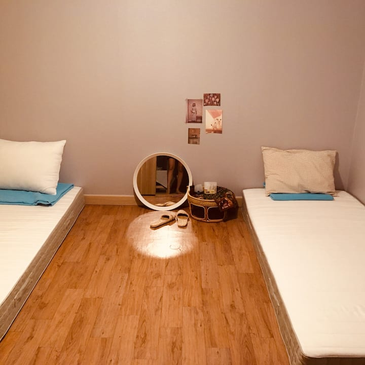 Twin beds rooms in mokpo old downtown