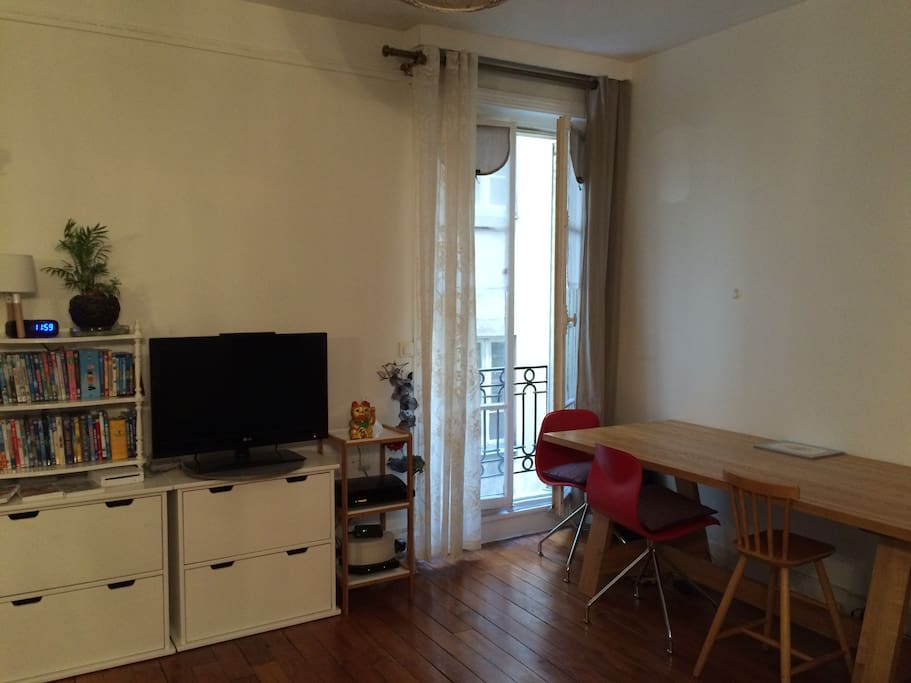F3 in the heart of montorgueil apartments for rent in for Salon salle a manger 70 m2