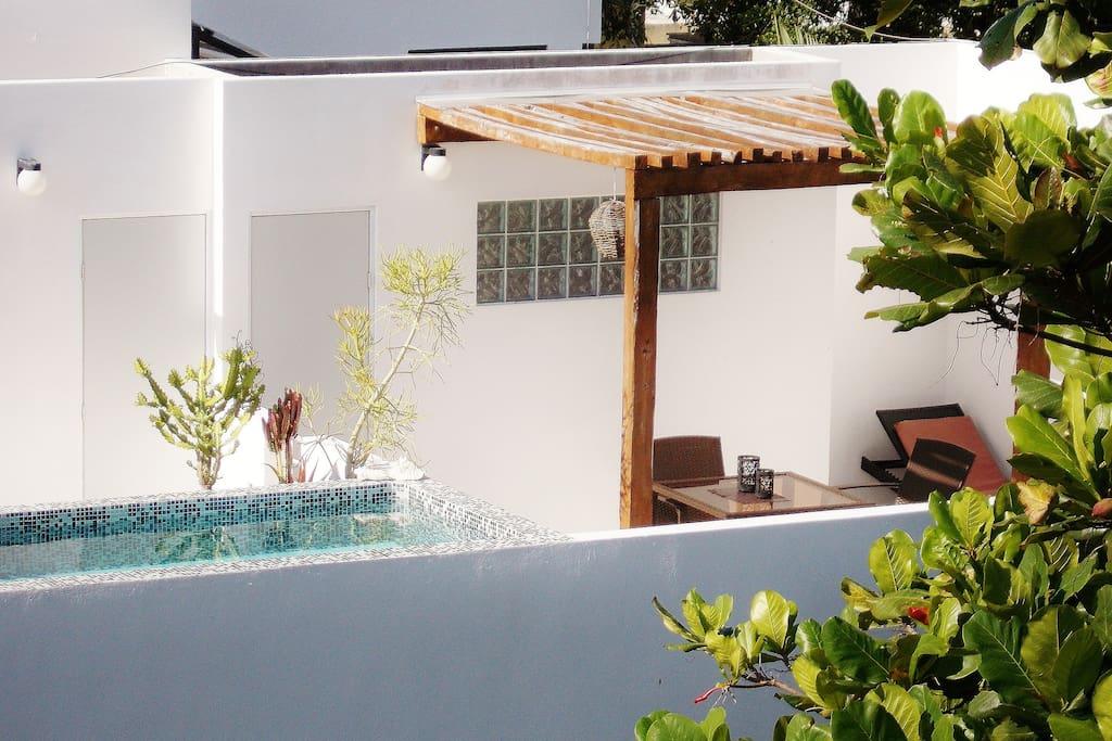 Amplio apartamento central con terraza y piscina for Terraza del apartamento