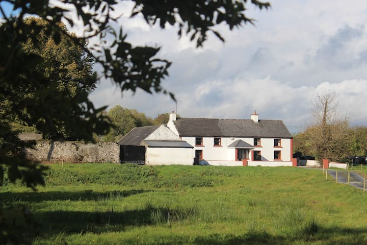 Dormer 4 bedroom country farmhouse. - Ballinasloe