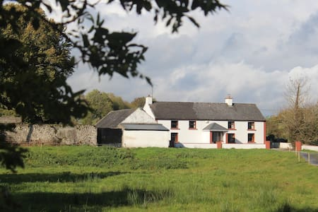 Dormer 4 bedroom country farmhouse. - Casa