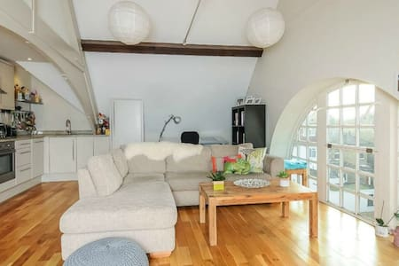 Beautiful Modern Flat in Wimbledon - London - Wohnung