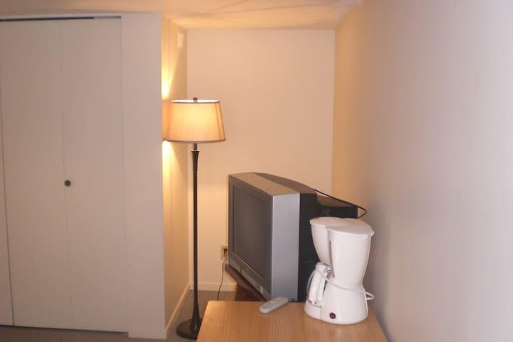 Modern room Oak Bay close to UVIC - Victoria - Casa