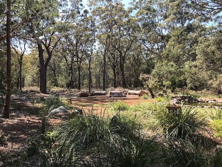 Myola bush haven, 5 mins stroll to Callala Beach