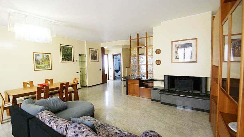 CONFORTABLE FLAT FOR BUSINESS MILAN - Seregno - House