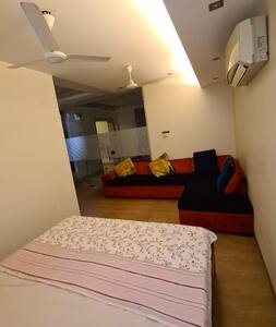 01 BHK, Indep unit, sector 54, Golf Course Road