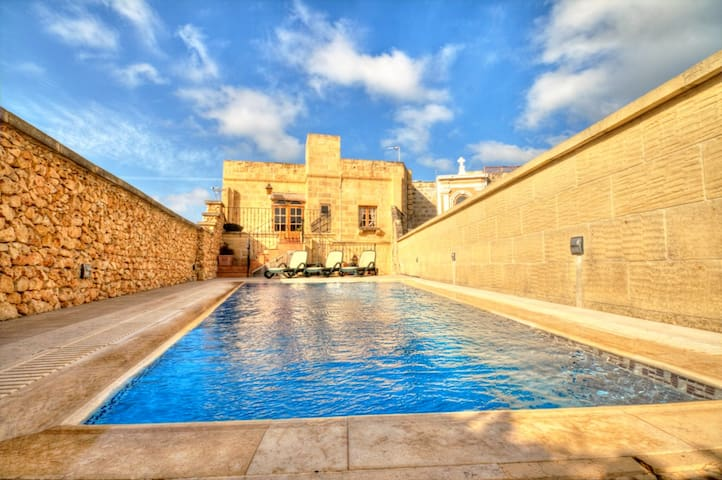 Authentic Iz-Zebbuga with Pool - Xagħra - House