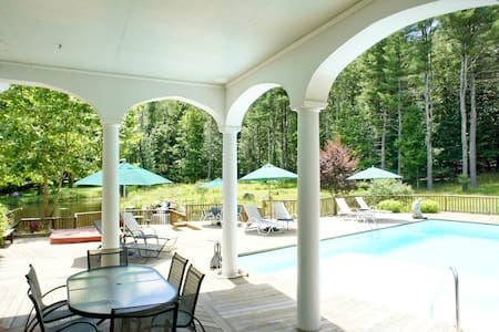 Gorgeous B&B with pool/spa - Woodstock