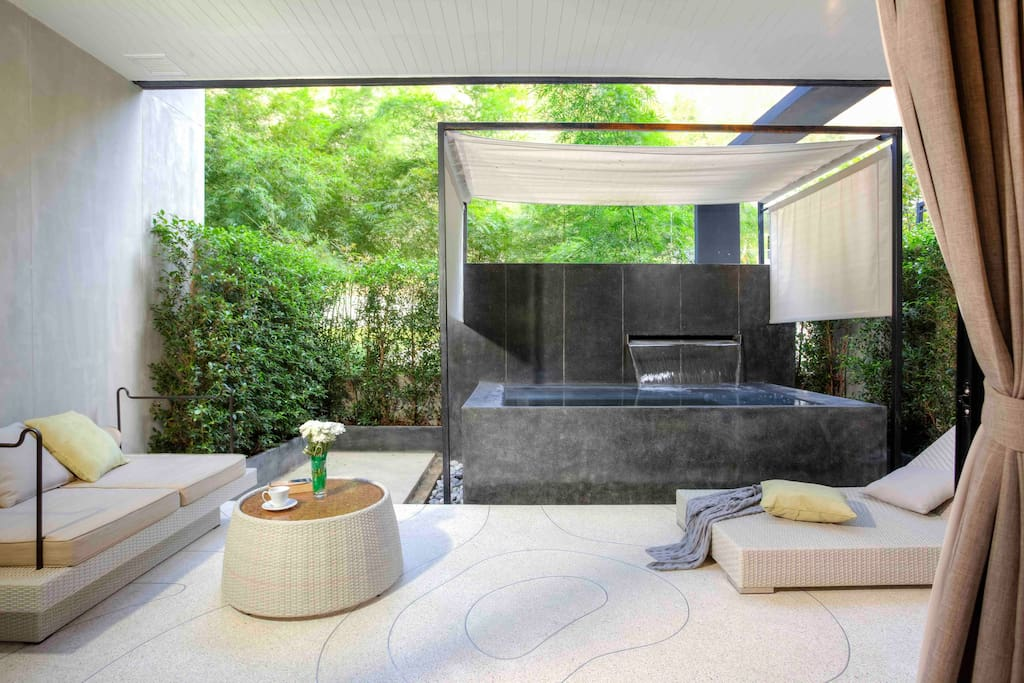 Private plunge pool, outdoor bathtub, private balcony, private garden, sunbed, outdoor daybed.