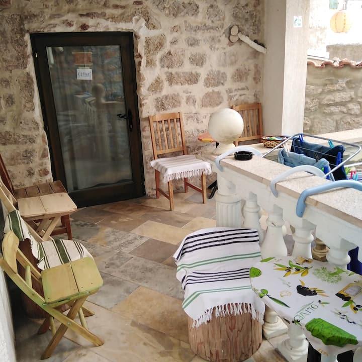 Appartement d'une chambre à Betina, avec magnifique vue sur la ville, terrasse aménagée et WiFi - à 60 m de la plage