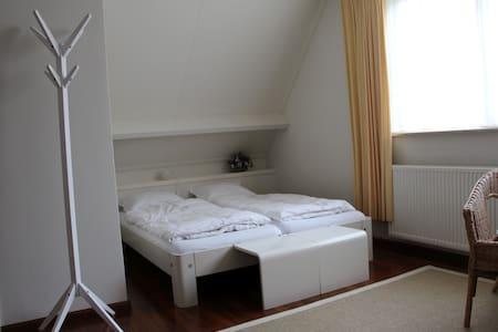 4 p. kamer met eigen  badkamer - Deventer - Bed & Breakfast