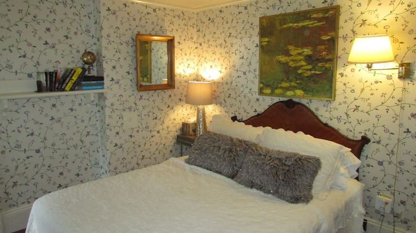 second room with queen bed