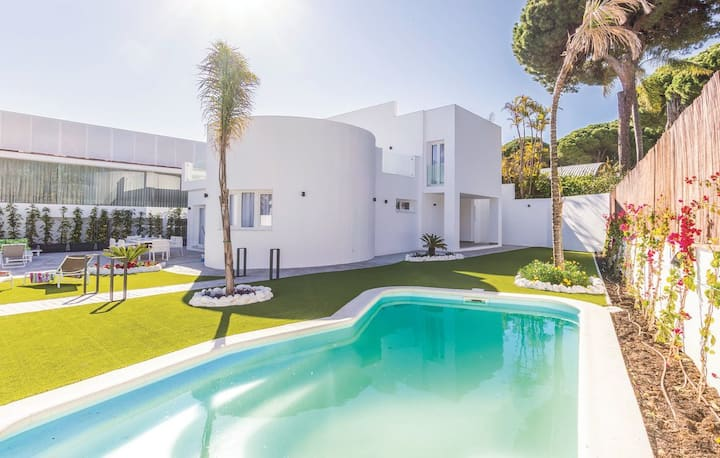 Villa independiente con piscina privada