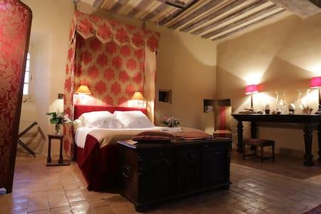 haute epoque  dans manoir 15 et 16° - Préaux - Bed & Breakfast