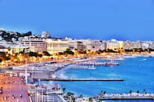 Nearby Cannes Croisette beaches, restaurants & bars