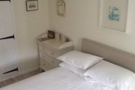 A charming & comfortable room - Rolvenden