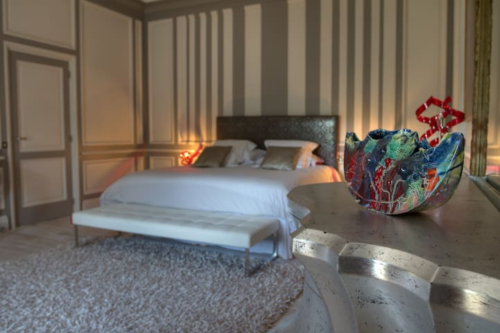Suite Que Linda, Château du Besset - Saint-Romain-de-Lerps - Bed & Breakfast