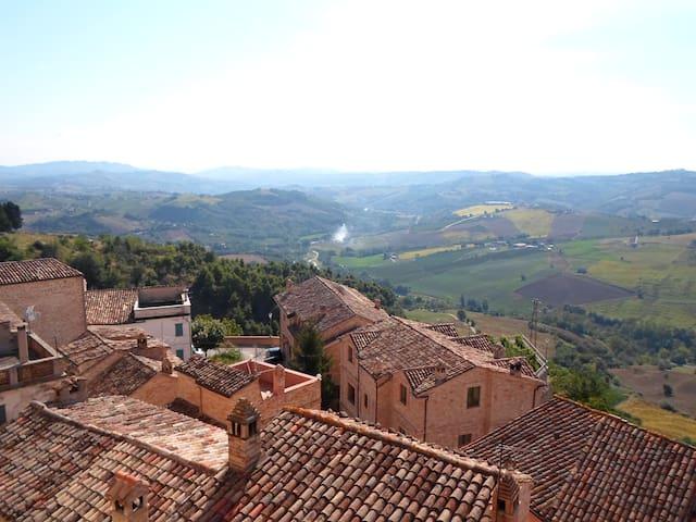 Upplev en riktigt gedigen italiensk - Montedinove - Rumah