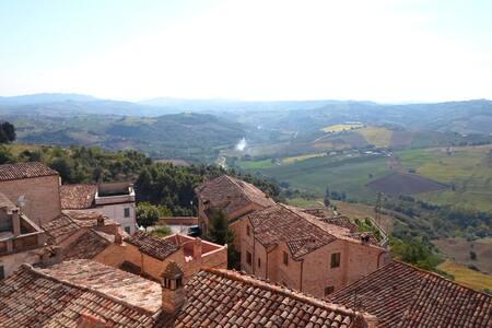 Upplev en riktigt gedigen italiensk - Montedinove