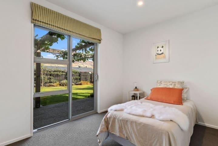 Single room, sleeps 1, built in robe