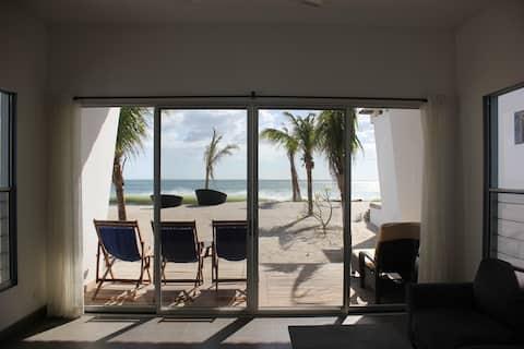 Casa Charlotte New Modern Beachfront, Playa Popoyo