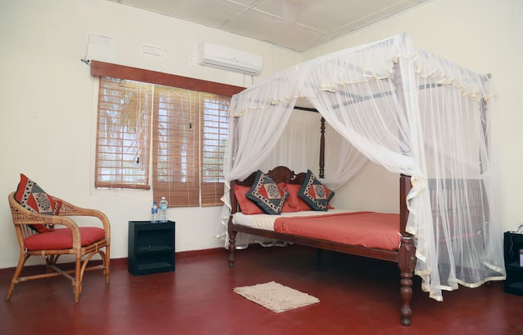 Cosy 2 Bed Roomed Apartment,- AC & WIFI