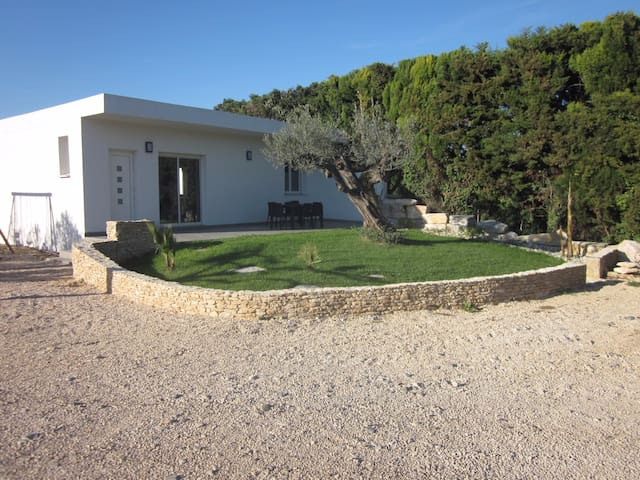 LE MALVINA maison en campagne avec piscine - Montfrin - บ้าน