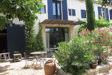 Maison avec piscine - Eyragues