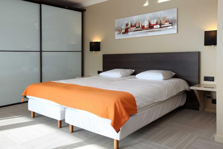 Mini suite for 2 persons in ****hotel Donny, breakfast included, free parking, free access wellness