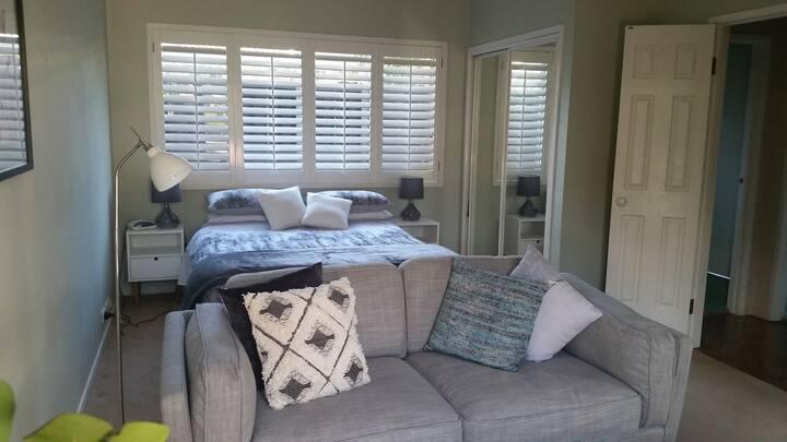 Mona Vale luxurious 1 bedroom getaway