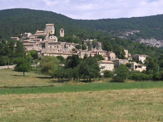 Maison dans un village médiéval - Le Poët-Laval - Casa