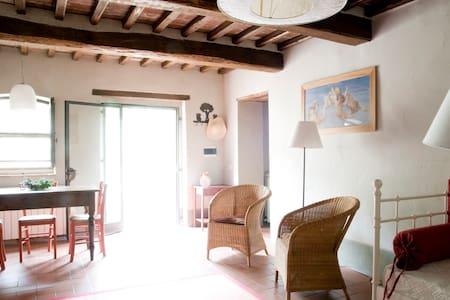 A cosy apartment in Tuscan hamlet2+ - Pergine Valdarno, Arezzo - Apartemen