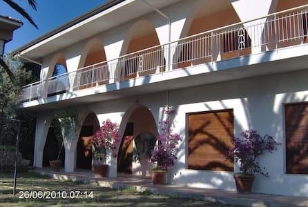 Mediterranean-style seaside villa - stalettì