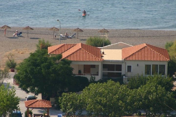 "Just by the sea""Irida ap.3-4pers."" - Vatera - Appartement"
