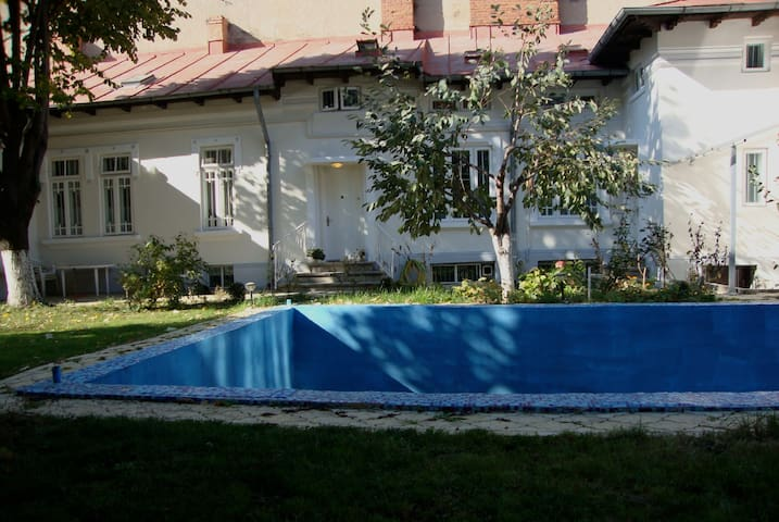 Historic App.(1928) + Garden + Pool - Bucareste - Casa