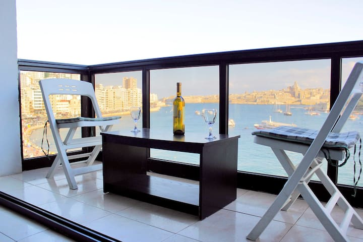 BREATHTAKING Sea & Valletta Views,Amazing Location - Tas-Sliema - Apartment