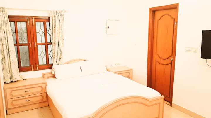 Cozy Private Room in a Beautiful Villa Koramangala
