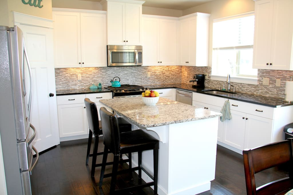 Fully gourmet kitchen with all appliances available for cooking