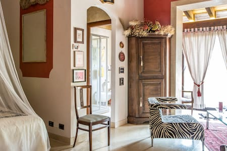 Rozensuite secluded near Lake Garda - - Volta Mantovana - Haus